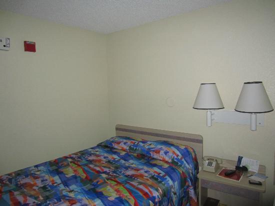 Motel 6 San Simeon: Average bed,