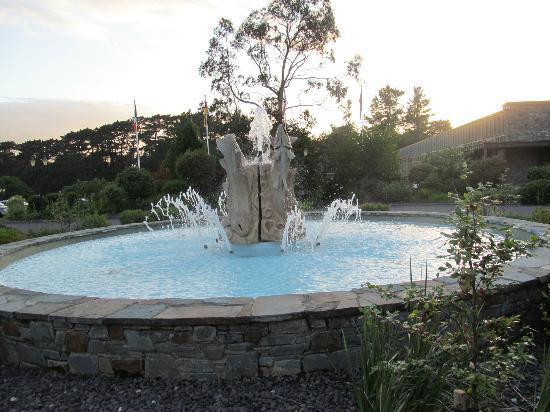 The Dunloe : fountain forecourt