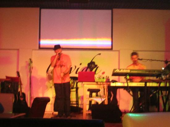 La Vida: Drew Singing Live