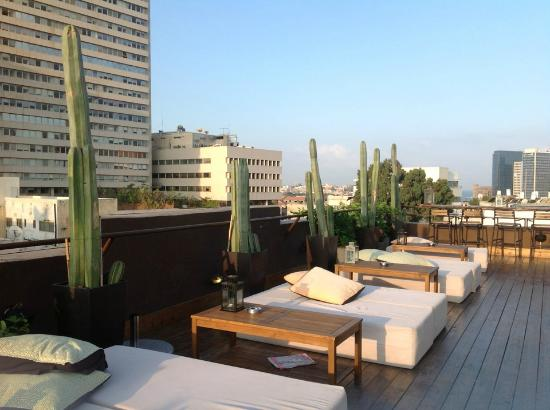 Brown TLV Urban Hotel : sunrise on rooftop terrace