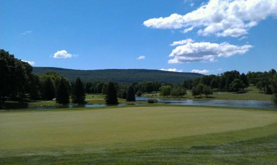 Fayetteville, PA: 17th green on The Founders Course at Penn National