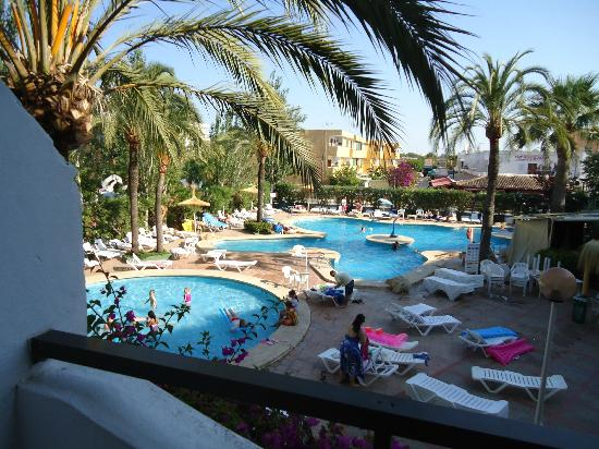 The view of the pool from our room (about 6pm July) - Picture of Sol de Alcudia Apartments, Port ...
