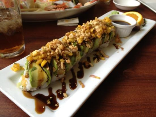 Eez Fusion & Sushi: one of the massive maki rolls