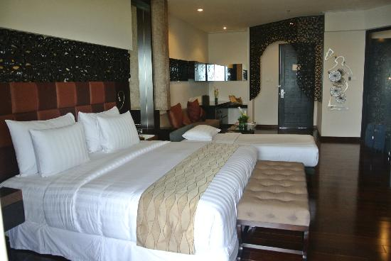 The Seminyak Beach Resort & Spa : room with extra bed