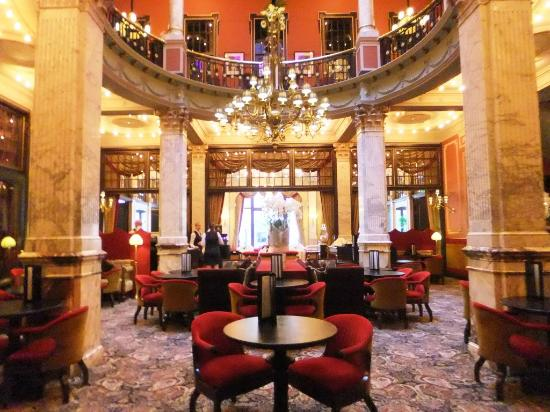 Hotel Des Indes, a Luxury Collection Hotel : Bar and restaurant