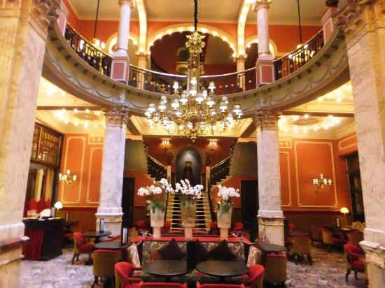 Hotel Des Indes, a Luxury Collection Hotel : Staircase