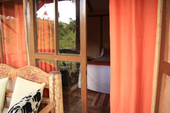 Gorilla Safari Lodge: entrance