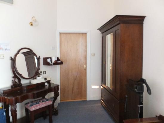 Eccles Hotel Glengarriff: Habitacion 102 Mobiliario