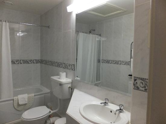 Eccles Hotel Glengarriff: Habitacion 102. Baño