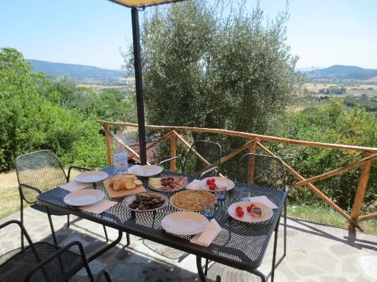 Lunch on the terrazza - Picture of Villa Rosa, Perugia - TripAdvisor