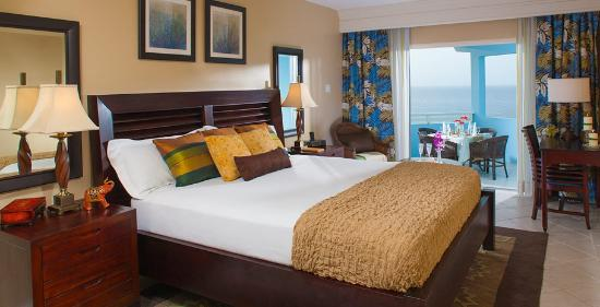 Beaches Ocho Rios Resort & Golf Club: Palm Breeze Oceanview One Bedroom Suite with Balcony