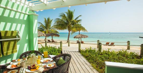 Beaches Ocho Rios Resort & Golf Club: Seabreeze Walkout Honeymoon Beachfront Suite