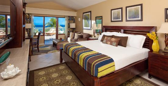 Beaches Ocho Rios Resort & Golf Club: Royal Orchid Oceanfront Patio Terrace Suite Double