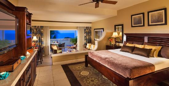 Beaches Ocho Rios Resort & Golf Club: Bougainvillea Ultra Luxury Oceanview Mega Balcony