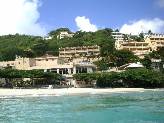 The Flamboyant Hotel & Villas: View of hotel from the sea