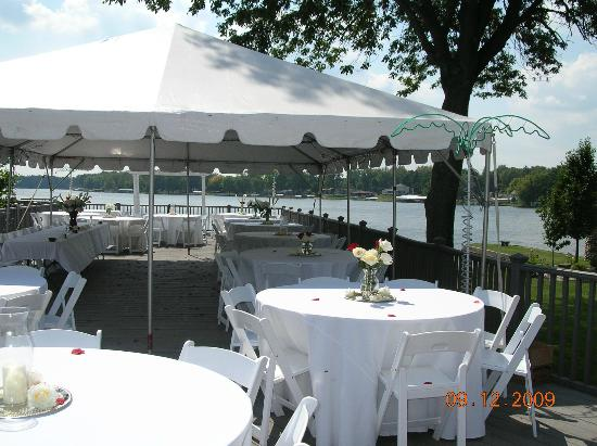 Lighthouse Lodge B&B: sundeck set up with tent for wedding banquet