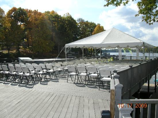Lighthouse Lodge B&B: sundeck set up for wedding vows