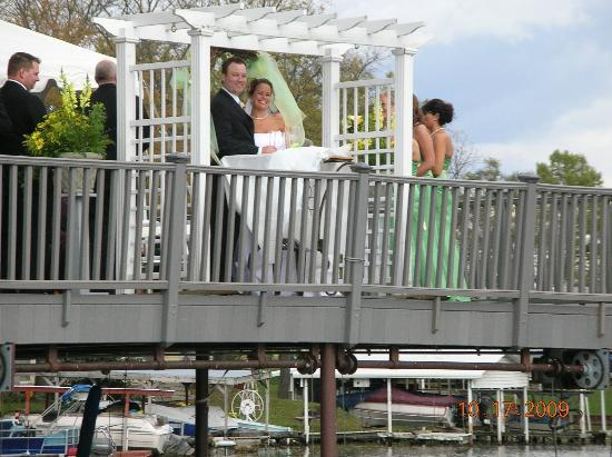 Lighthouse Lodge B&B: wedding vows on the spacious sundeck