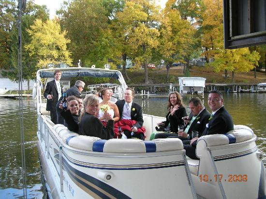 Lighthouse Lodge B&B: taking wedding party for pontoon boat ride
