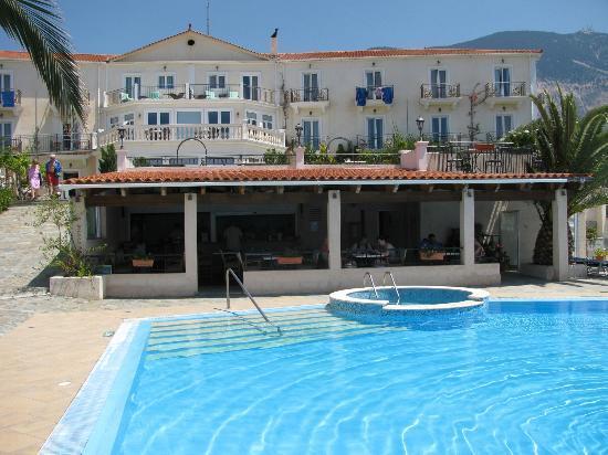 Trapezaki Bay Hotel: The pool, bar and hotel