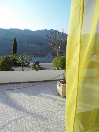 Beleza da Serra: Vista quarto terreo sobre a albufeira