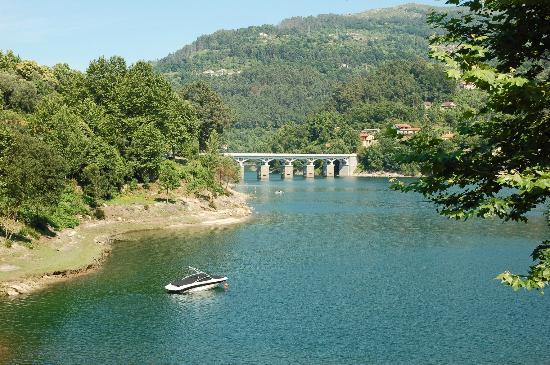 Beleza da Serra: Zona de praia fluvial perto do Hotel