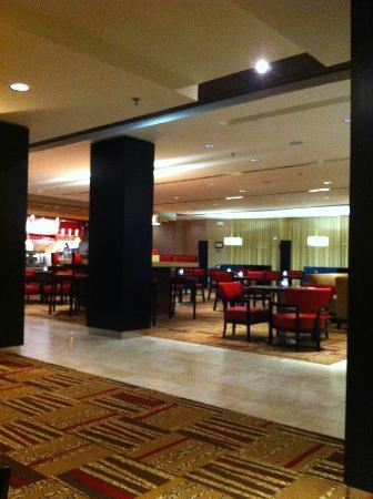 Courtyard by Marriott Denton : Lobby/lounge area