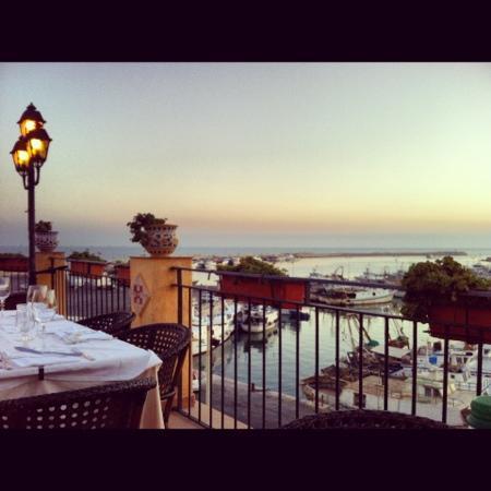 Restaurant Porto San Paolo: tavolo in balconata