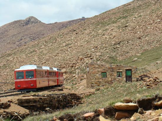 Manitou Springs, CO: A great view of a train passing the crew house at Windy Point, elevation 12,129 feet.