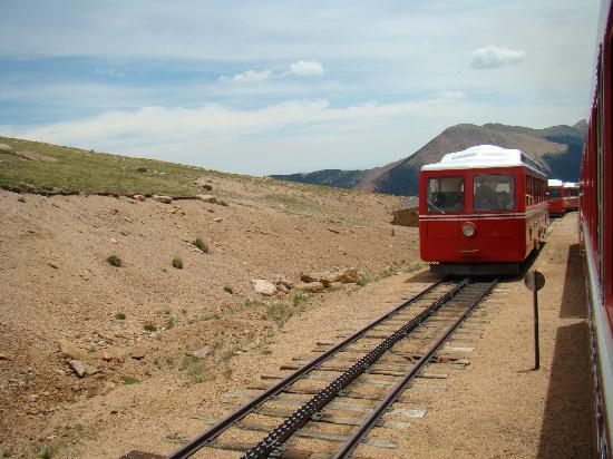 Manitou Springs, Колорадо: There are a couple sidings, which allow trains to pass each other in opposite directions.