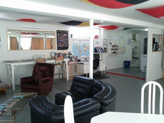 Auberge Internationale Temiscouata : Salle de séjour et réception