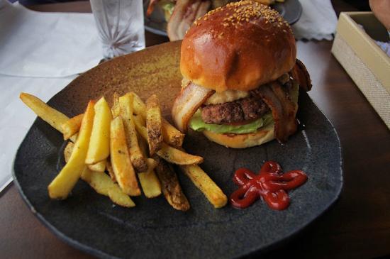 Toto la Bebe Hamburger: The Best Burger on Okinawa