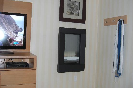 Holiday Inn Express Hotel & Suites Pacifica: Fire Place