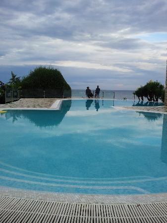Martino Club Hotel: piscina vicino ristorante