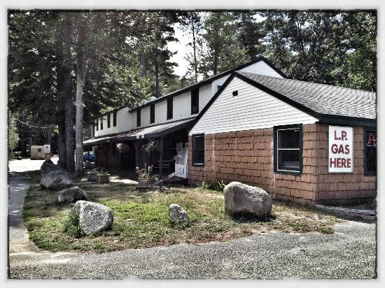 Sebago Lake Family Campground: Store & Gift Shop