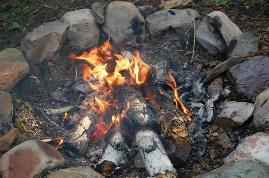 Swan Lake Cabins: Campfire