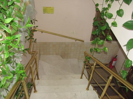 Hotel Baron: Interior stairs