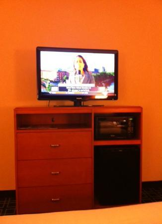Fairfield Inn & Suites Seattle Bellevue/Redmond: 37 inch LCD TV