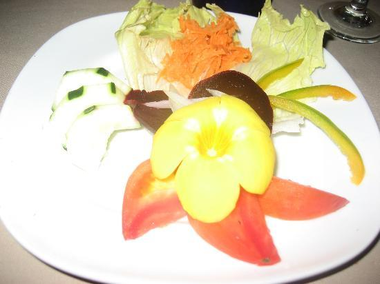 Pacific Bay Resort: Beautiful presentation...bon appetit'