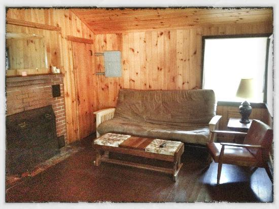 ‪‪Sebago Lake Family Campground‬: Cottage #2 (Living Room)