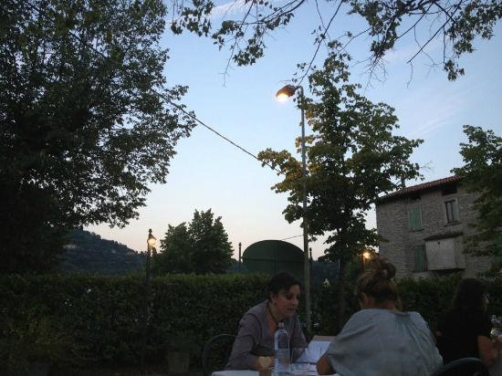 Il Villino d Erica: Vista dal mio tavolo un bel tramonto