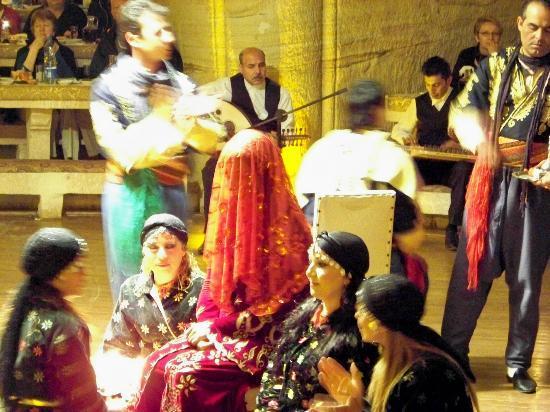 Uranos Restaurant - Türk Gecesi Gösterisi: Uranos Sarikaya dinner show wedding dance, Urgup Turkey