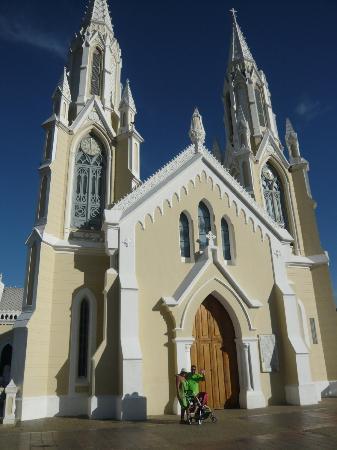 Basílica Virgen del Valle: Fachada Principal