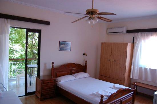 Sea Side Hotel: Room