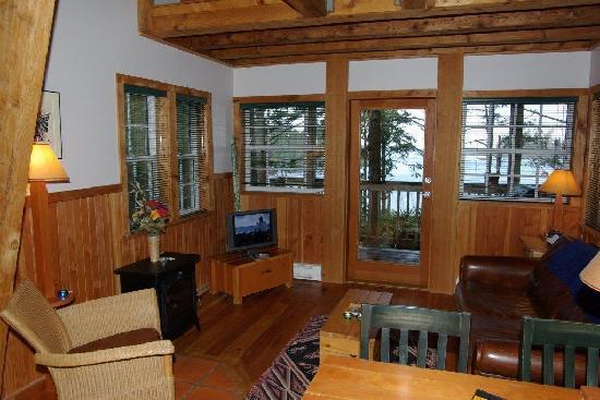 Terrace Beach Resort: Living room of SurfGrass #8