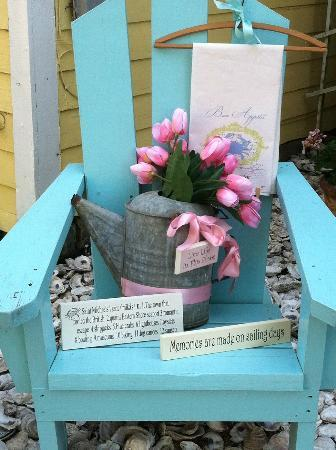 Tilghman Island: Such a cute little water front town...take your time, slow down