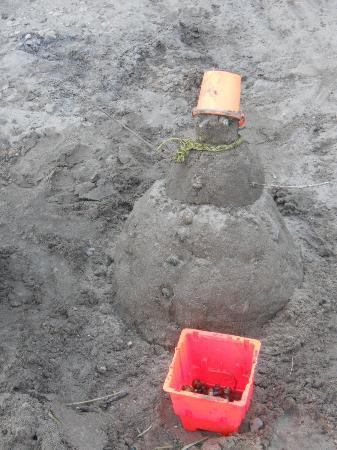 Cragun's Resort on Gull Lake: Beach olympic sand snowman contest