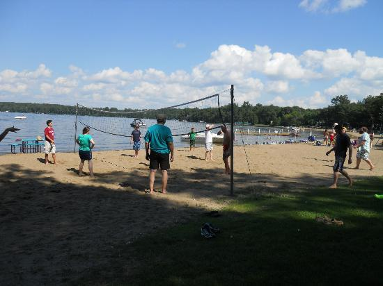 Cragun's Resort on Gull Lake: Volleyball Game