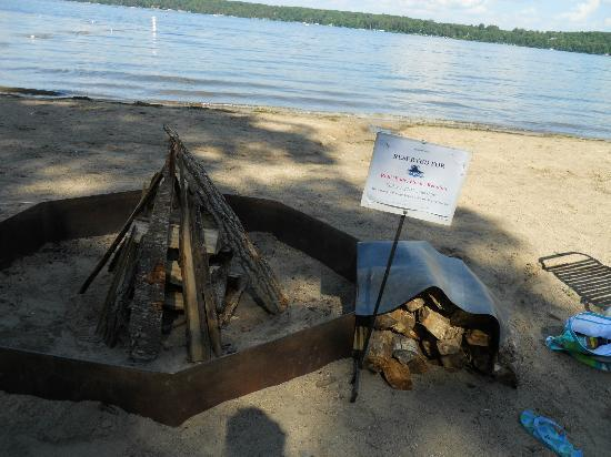 Cragun's Resort on Gull Lake: Beach bonfire we had with sing-along and s'mores
