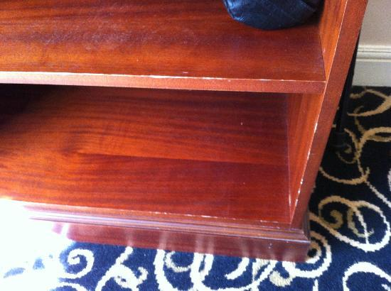 Cromwell Lodge: Furniture